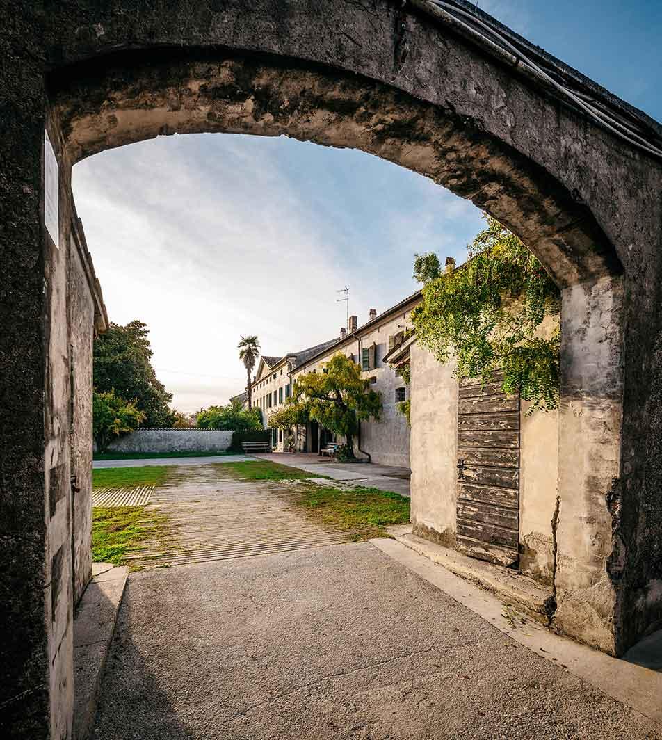 Arco di ingresso alla casa